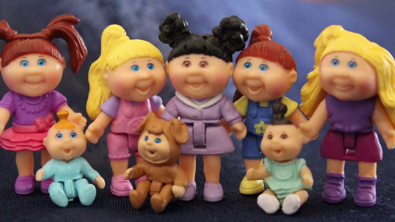 Amazon. Com: cabbage patch kids lil sprouts sleep over party: toys.