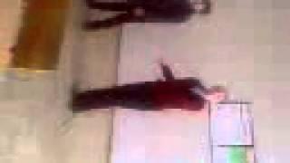 6 класс танцуют на уроке