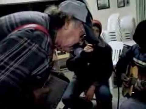 Chay Garza canta  y changel Garza en el sax