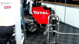 F1 Lotus Renault chante la Marseillaise.