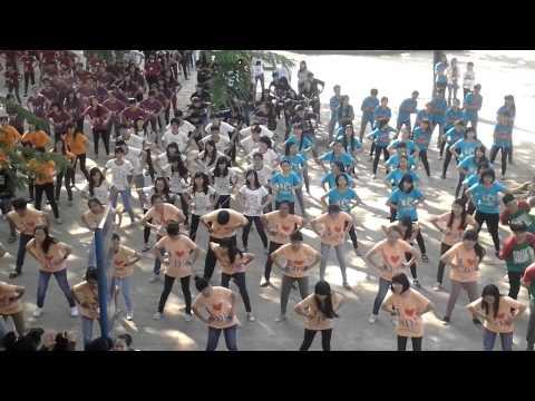 Múa dân vũ tập thể - khối 12 THPT Nguyễn Huệ Tuy Hòa Phú Yên