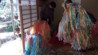 福井県福井市北四ツ居で17日、鬼の仮面を身に着けた地元住民が子ども...
