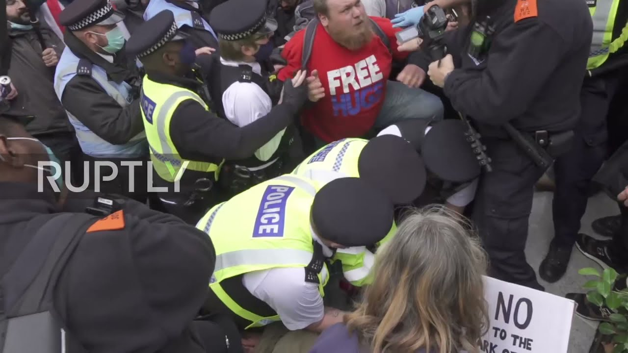 UK: Tensions high as police arrest protester at coronavirus skeptics rally in London