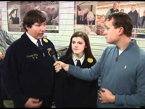 Aument Talks with Penn Manor FFA Students at 2012 Farm Show