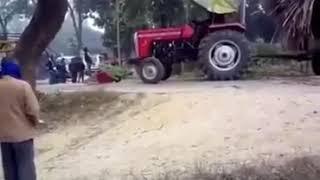 Aşırı yüklenen traktörün ortadan ikiye bölünmesi