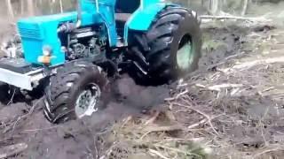 Трактор на болоті