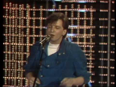 Daniel sings