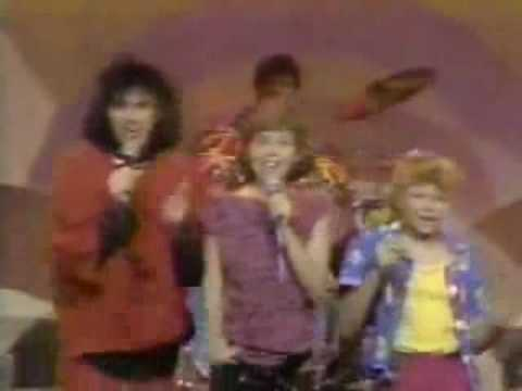 Fergie / Stacy Ferguson (Kids Inc) sings He Could Be The ...
