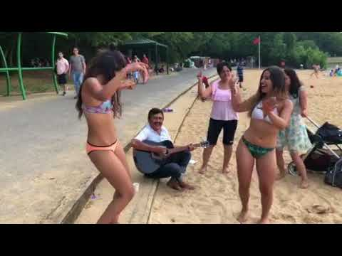 Hai Apna Dil to Awara,Yogesh sings in a London beach!!