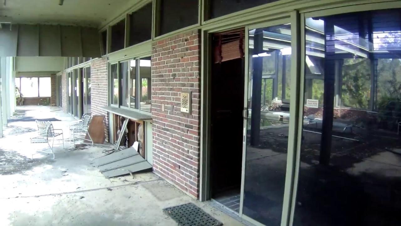 Abandoned Frank Lloyd Wright Inspired Home Youtube