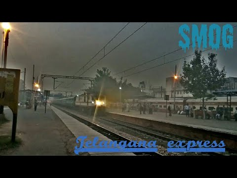 Air pollution in Delhi | Loco pilot switches on the lights of P7 Powering Telangana Express