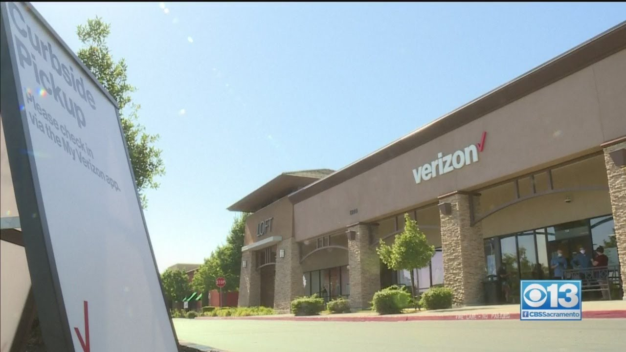 Download Woman Urinates On Floor After Refusing To Leave Verizon Store For Not Wearing Mask