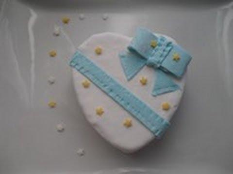 gâteau au toblerone pour la  saint valentin décor  pâte à sucre