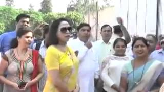 Hema Malini Tantrums: Refuses Small Car and Speaks Rudely