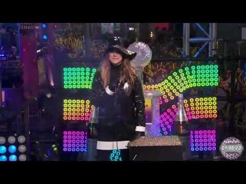 Lali Espósito; Mau y Ricky - Mi Mala (Remix) Live, Times Square; Univision Countdown 2018