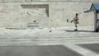 Смена Караула Эвзонов в Афинах(Видео ролик Смена Караула Эвзонов на площади возле Парламента в Афинах, столице Греции., 2009-01-30T09:46:34.000Z)
