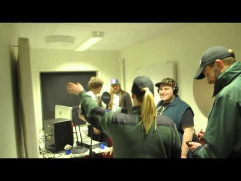 Väktare gör ett tillslag i studion
