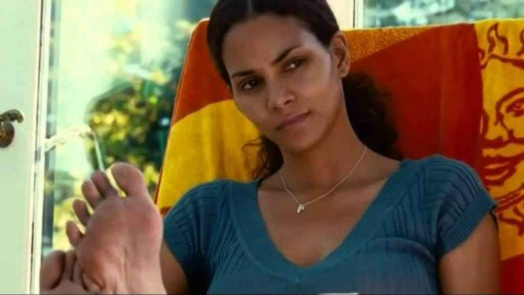 close up pics halle berry feet
