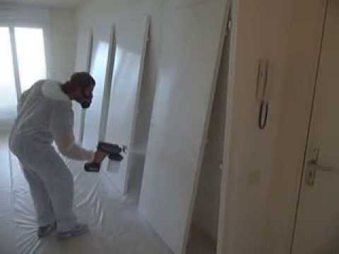 peindre des portes avec pistolet airless graco easymax youtube. Black Bedroom Furniture Sets. Home Design Ideas