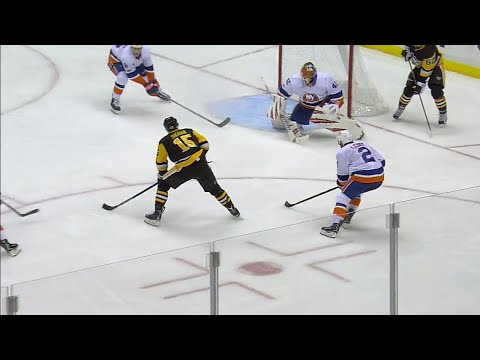 Penguins' Sheahan scores after questionable play by Islanders' Halak