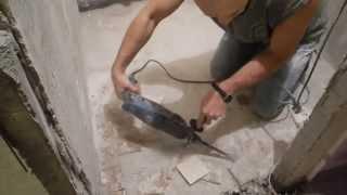 Укладка плитки напол в ванной комнате ч.1(В данном видео показано,как сделать подготовку пола и установить точные маяки.не используя никаких измерит..., 2014-03-08T12:24:17.000Z)