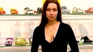 видео Первая обувь ребенку: как выбрать обувь для малыша, советы как подобрать обувь для начинающих ходить (Комаровский)