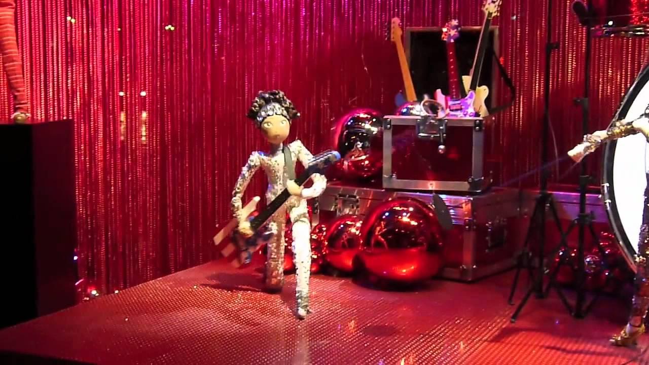 Vitrine de no l des galeries lafayette grands boulevards paris 5 6 d cembre 2011 youtube - Vitrine noel galerie lafayette ...