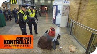 Immer schön freundlich bleiben: Bettler im Bahnhof! | Achtung Kontrolle | kabel eins