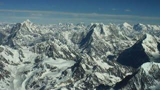 بالفيديو.. جبل إيفرست يتحرك من مكانه