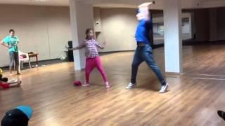 Лера танцует