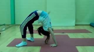 yoga girl 7 years old
