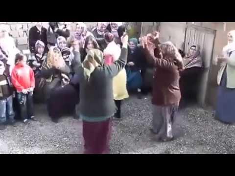 Gülşen'in 'Yatcaz Kalkcaz Ordayım' şarkısına davul zurna eşliğinde oynayan teyzeler