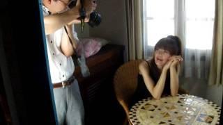麻生真里 撮影風景 椅子に移り撮影 健常者なら感じないなにげない事です...