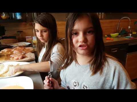 Anežka a Adélka Večerkovy první vlastní uvařené jídlo