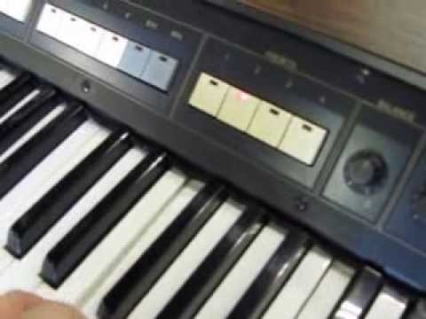 Vintage Yamaha CP35 Electronic Keyboard Hard Case comes with built in stand