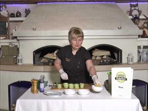 Ранок-панок.  Світлана Бурчак готує кабачки запечені з сиром
