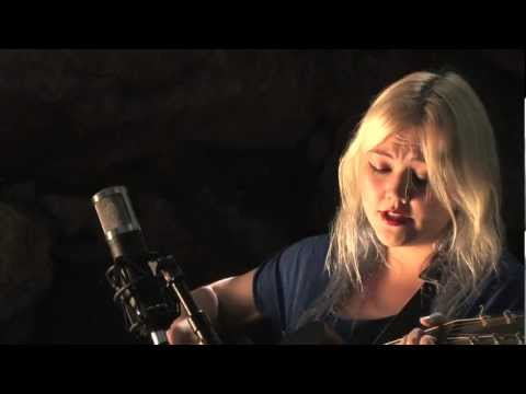 "Elle King plays ""Ain't No Sunshine"" by Bill Withers - Legends of La La"