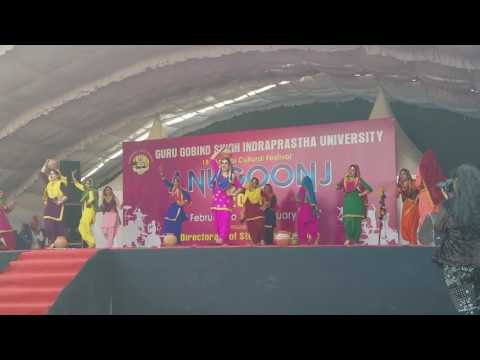 Gidda performed by girls of Guru Nanak College of Education, Punjabi Bagh