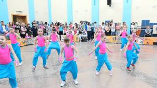 "Фиеста дети танецуют ""хип хоп"" диско """