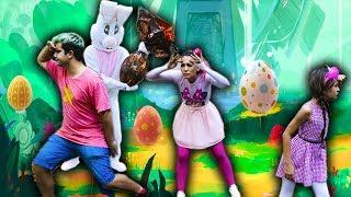 CRIANÇAS FINGE BRINCAR DE CAÇA AOS OVOS DE PÁSCOA    Kids Pretend Play with Easter Bunny