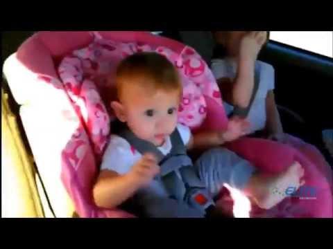 niños graciosos en el coche HD