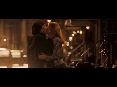 The invincible (2006) The kiss [Elizabeth Banks and Mark Wahlberg]