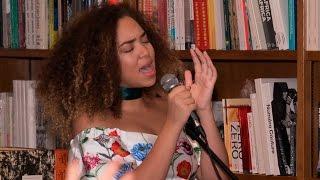 Paola Guanche canta en español - Foro Literario con el tema