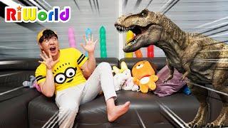 RIWON makes fun of Papa 마법 화살로 진짜 공룡을 만들어서 아빠에게 장난치기 장난감 놀이 RIWORLDBEST
