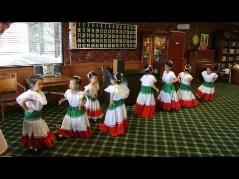 Mexican dance performance (La Raspa 12/06/2014)