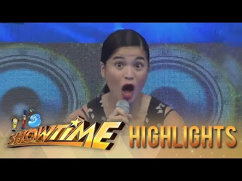 It's Showtime: Anne receives a new phone