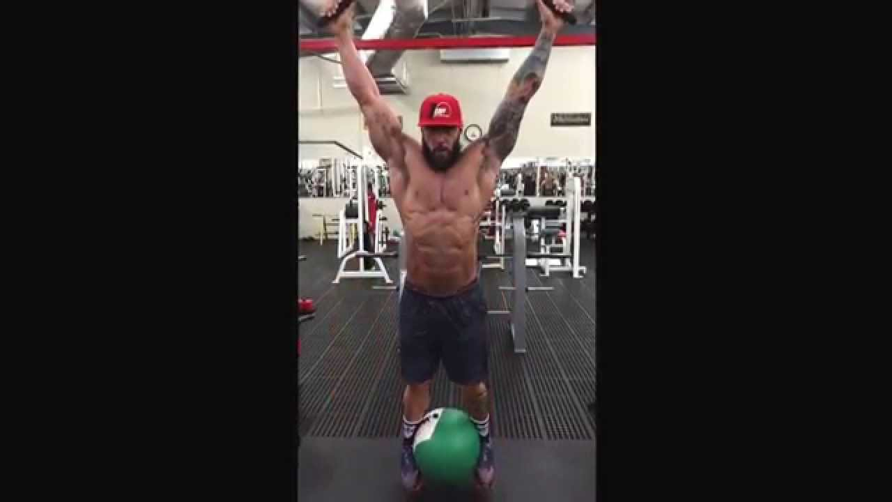Hanging knee raises with medicine ball - Hanging Leg Lifts With A Medicine Ball