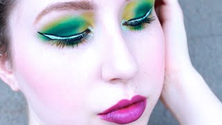 LOOK: GREENS WITH GRAPHIC WHITE LINER Thumbnail