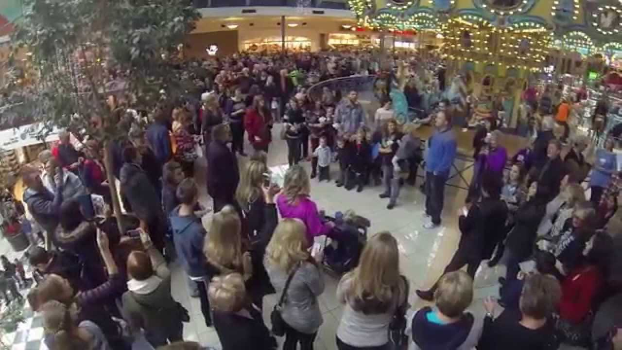 Flash Mob sings Amazing Grace at Rivertown Mall - YouTube