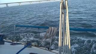 Лодка под гротом